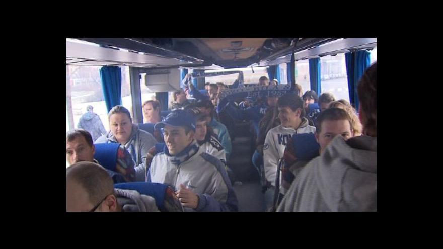 Video V loňském roce vyrazily do Prahy stovky fanoušků