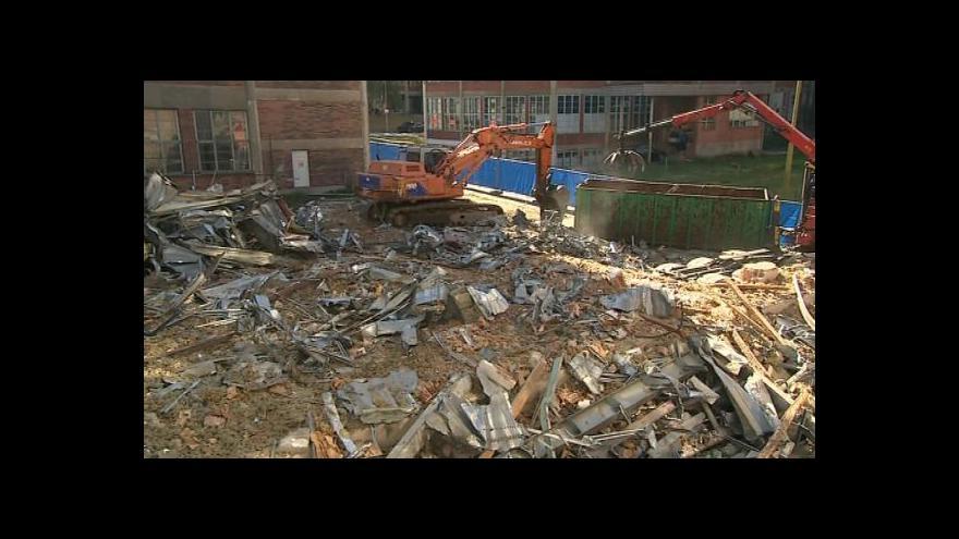 Video Rekonstrukce začala velkým bouráním v továrním areálu
