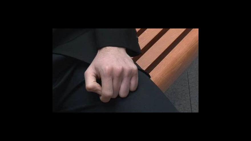 Video Rozhovor redaktora ČT Ondřeje Schneidera s mužem, který tvrdí, že ho Karel Vašíček zneužil