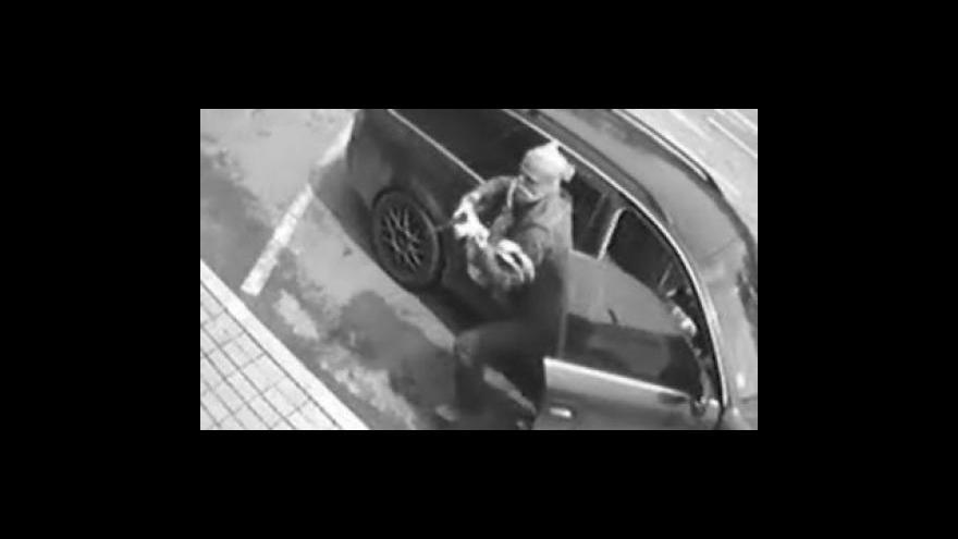 Video Záznam přepadení směnárny ve strání z průmyslové kamery