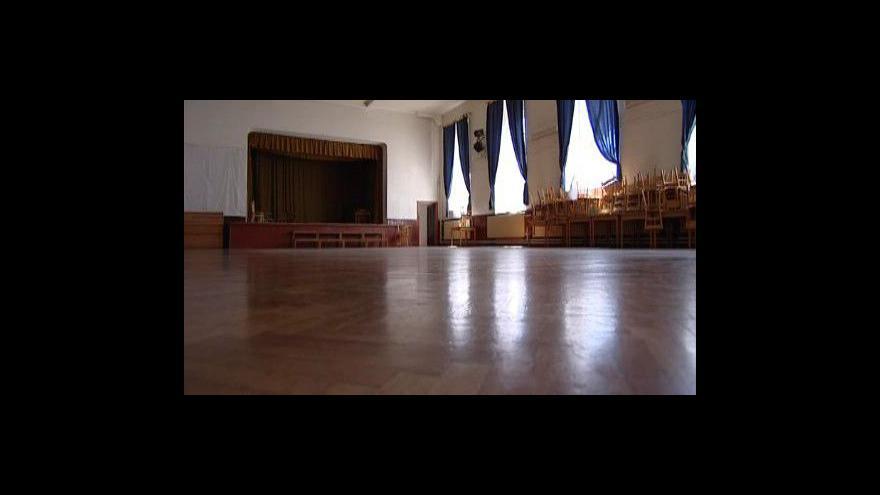 Video NO COMMENT: Smutná i krásná procházka chátrající sokolovnou