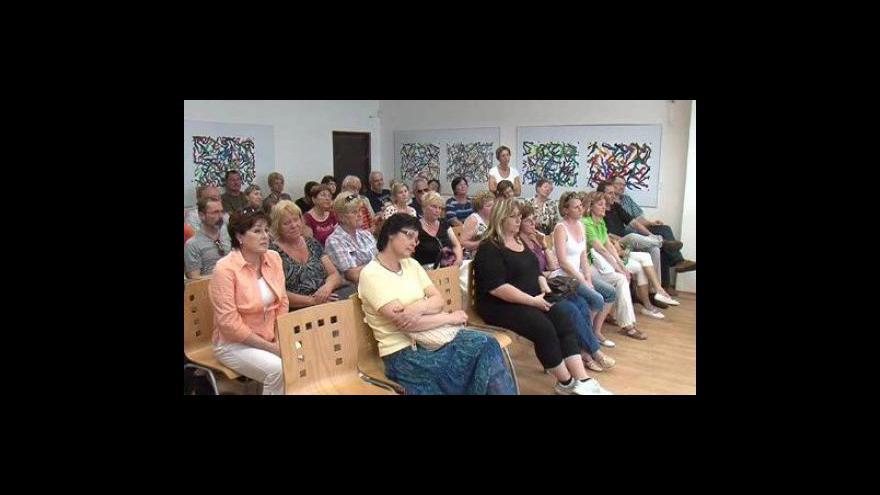 Video NO COMMENT: Květnové setkání lidí s investorem bylo velmi emotivní