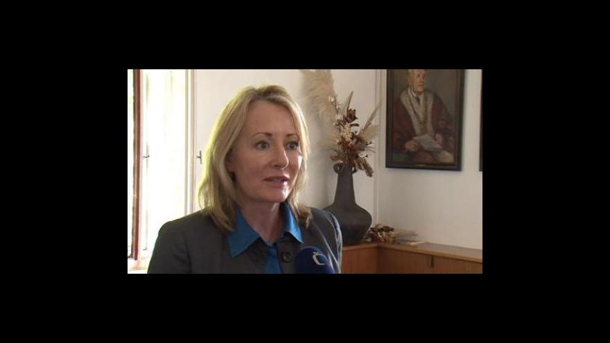 Video Theresa W. Fossum o chirurgických výzkumech prováděných na zvířatech