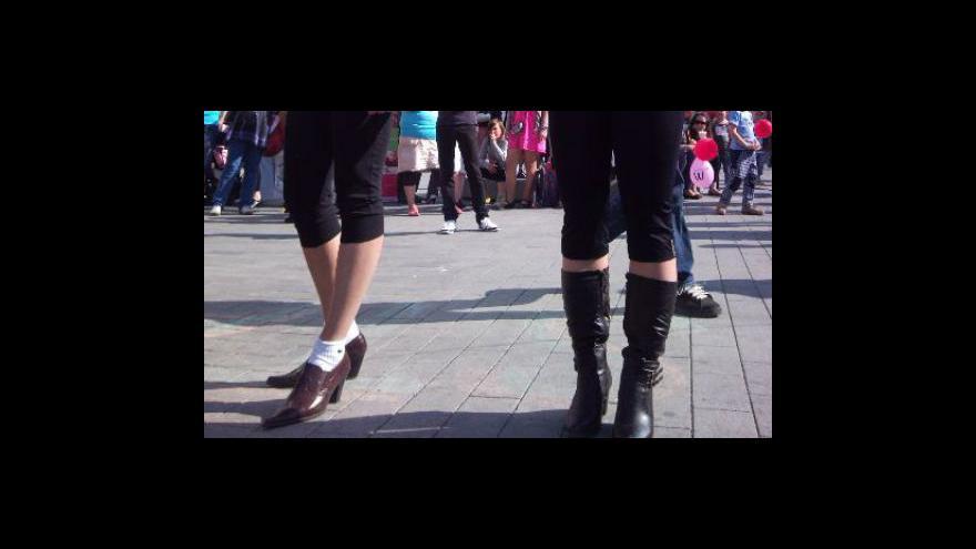 Video NO COMMENT: Běh na podpatcích