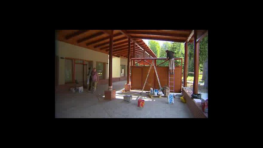 Video V Ostrožské Nové Vsi dokončují lázeňskou kolonádu