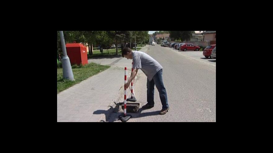 Video No comment: V Hustopečích zmizelo 11 kanálových poklopů