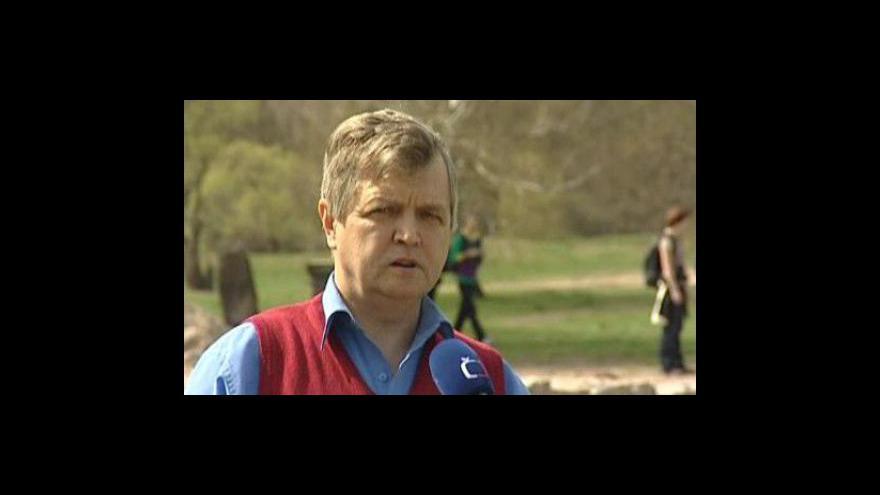 Video Pracovník Masarykova muzea Hodonín František Synek o palácové stavbě v Mikulčicích