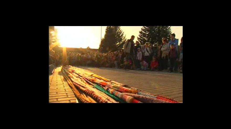 Video Děti v ZŠ Jungmannova v Kuřimi se připravují na Noc s Andersenem (záběry 26. března 2010)