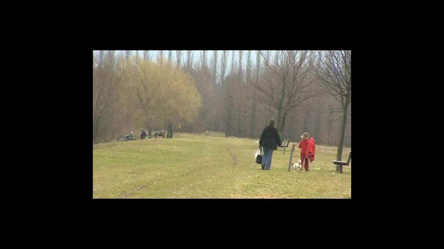 Video Proti plánovanému obchvatu brojí stovky obyvatel
