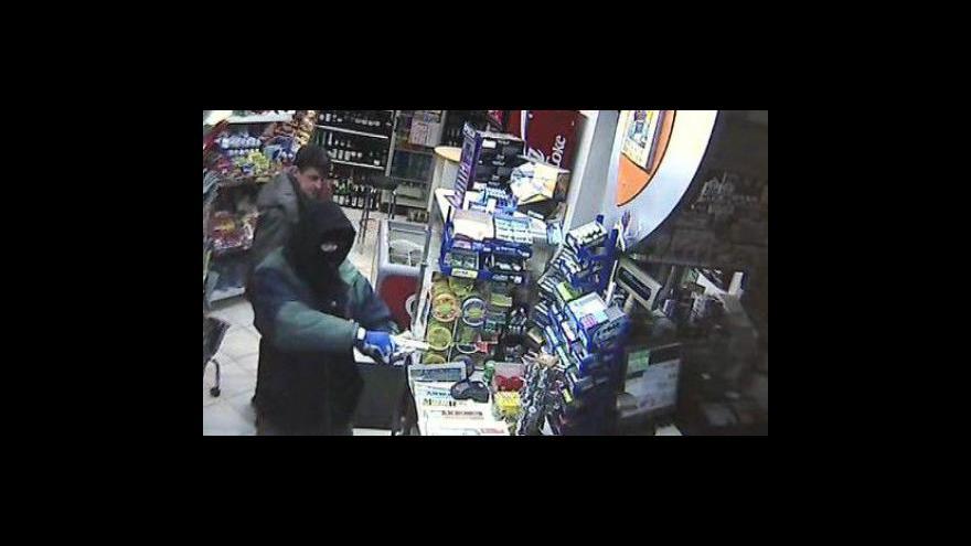 Video NO COMMENT: Záběry z bezpečnostní kamery čerpací stanice v Lidečku