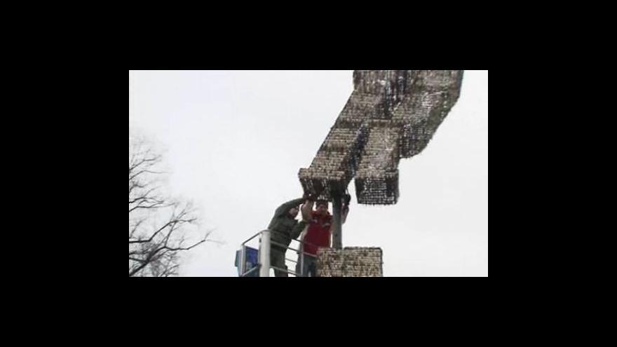 Video Montáž sochy z klíčů v Brně