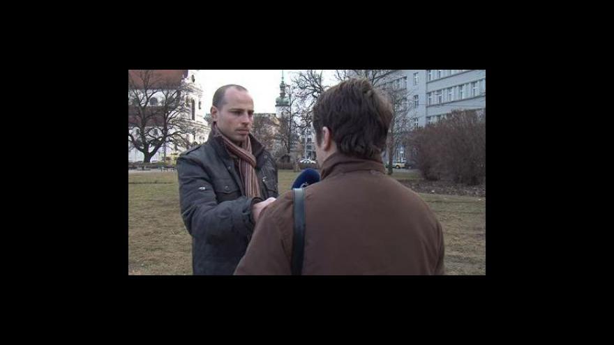 Video Rozhovor redaktora ČT Michala Šebely s matkou znásilňovaného chlapce