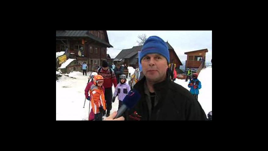 Video Josef Kocurek, provozovatel areálu Kohútka, a pokladní ze střediska Kyčerka Andrea Matyščáková o víkendovém lyžování