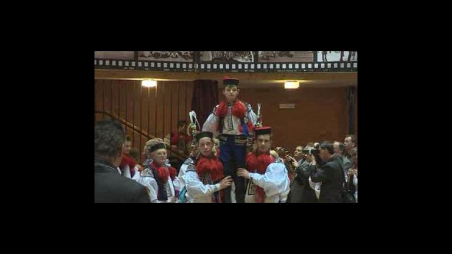 Video NO COMMENT: Na krojovaném plese ve Vlčnově se představil nový král