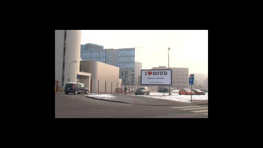 Video NO COMMENT: Billboard před justičním palácem