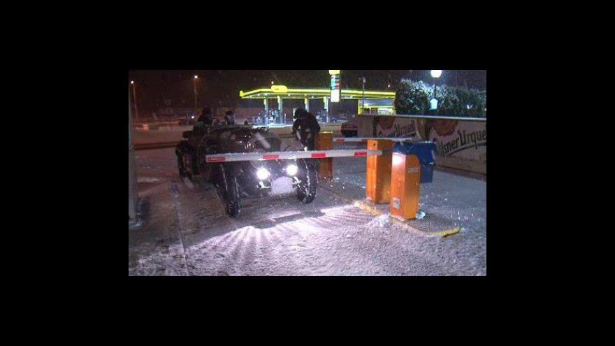 Video Brnem projely luxusní veteránské vozy