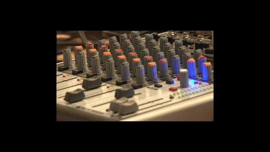 Video NO COMMENT - Rádio R vysílá speciální pořad pro počítače