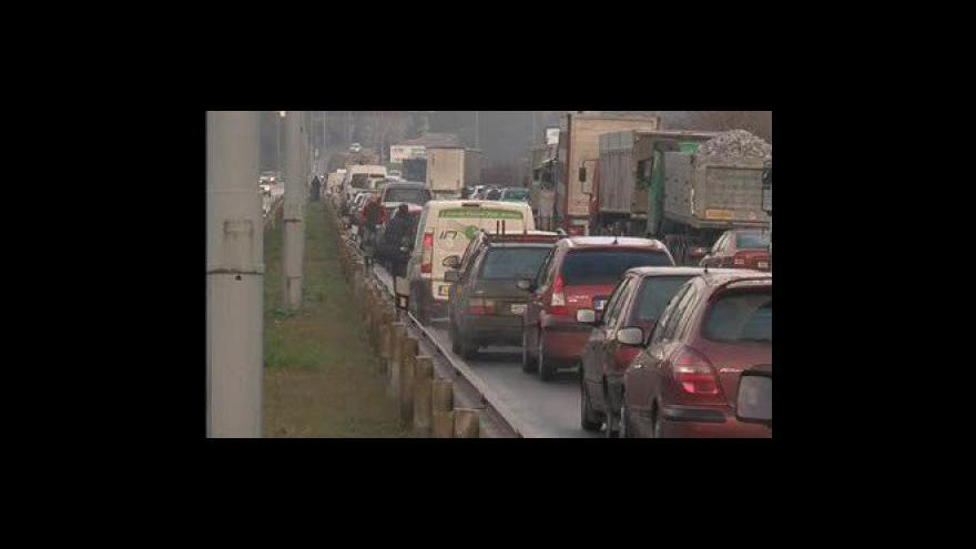 Video Dopravní nehody na dnešním náledí ochromily jih Moravy
