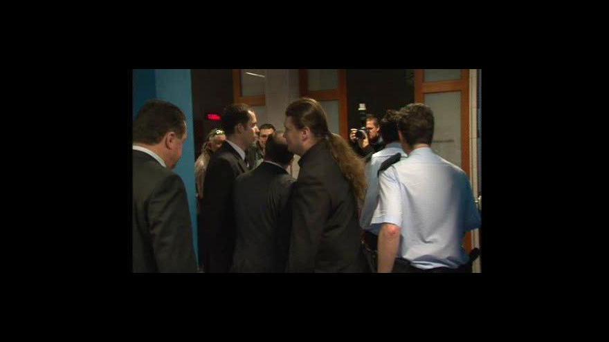 Video Předseda zrušené Dělnické strany Tomáš Vandas slovně napadl u soudu státního zástupce