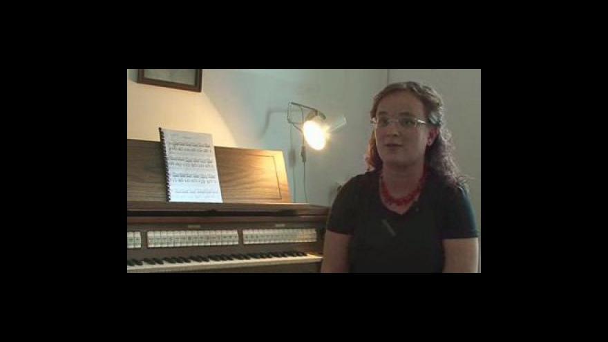Video varhanice Dagmar Kolářová předvádí nástroj