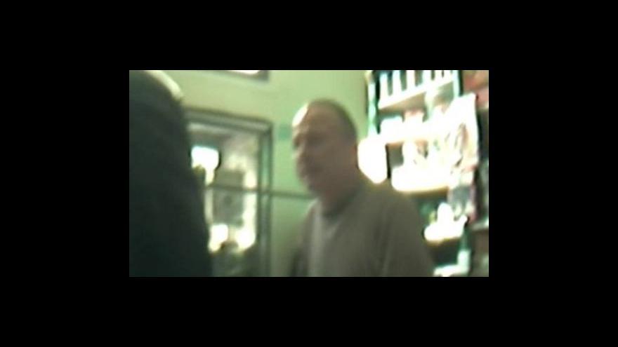 Video Záběry inspektorů ČOI zachycené skrytou kamerou