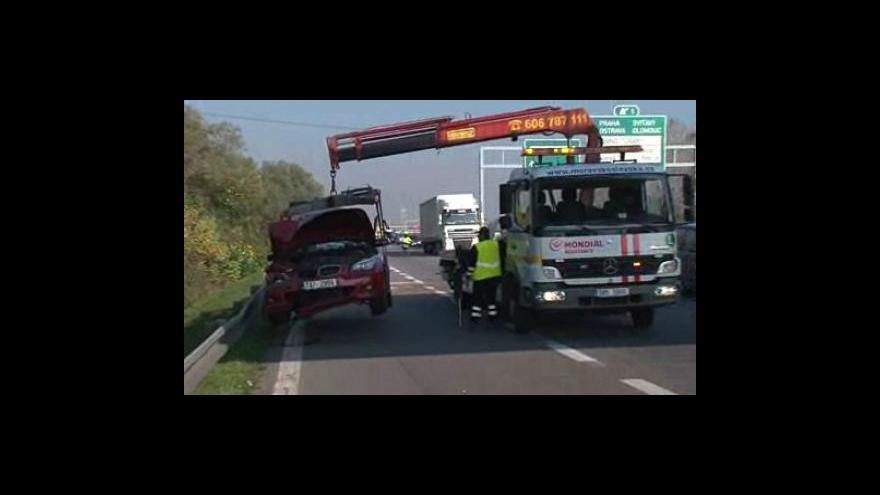 Video Nehoda čtyř aut na dálnici D2