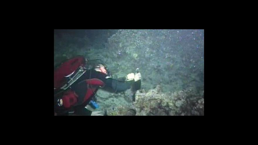 Video Potápěči ukládají sekty na mořské dno