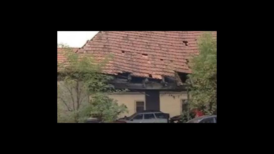 Video Historickému přístřešku pro koňské povozy hrozí zánik
