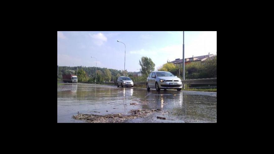 Video No comment - prasklé vodovodní potrubí