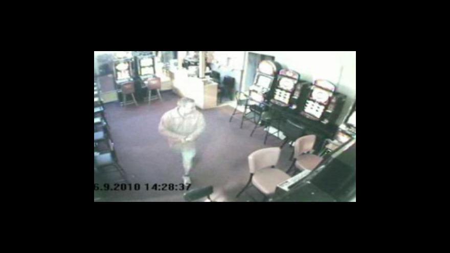 Video Záběry přepadení zachycené bezpečnostní kamerou