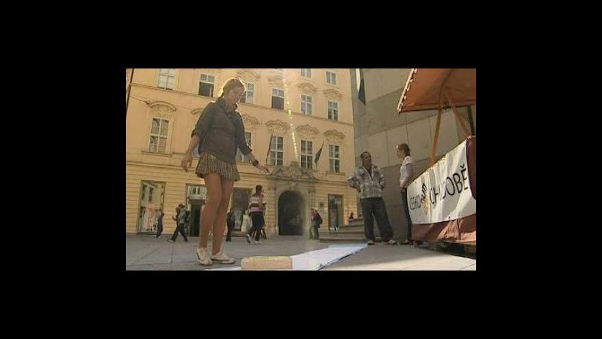 Video NO COMMENT - V Brně se konal happening proti chudobě