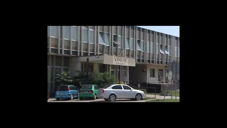Video Vyjádření Petry Hoferkové z oddělení komunikace SZPI a tajemníka Svazu vinařů Martina Půčka