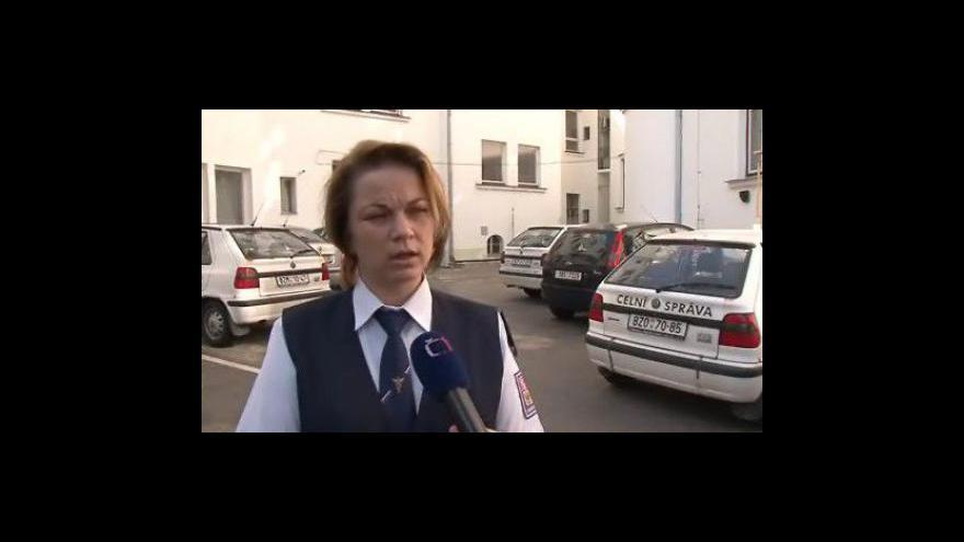 Video Mluvčí celníků Lada Temňáková popisuje zásah
