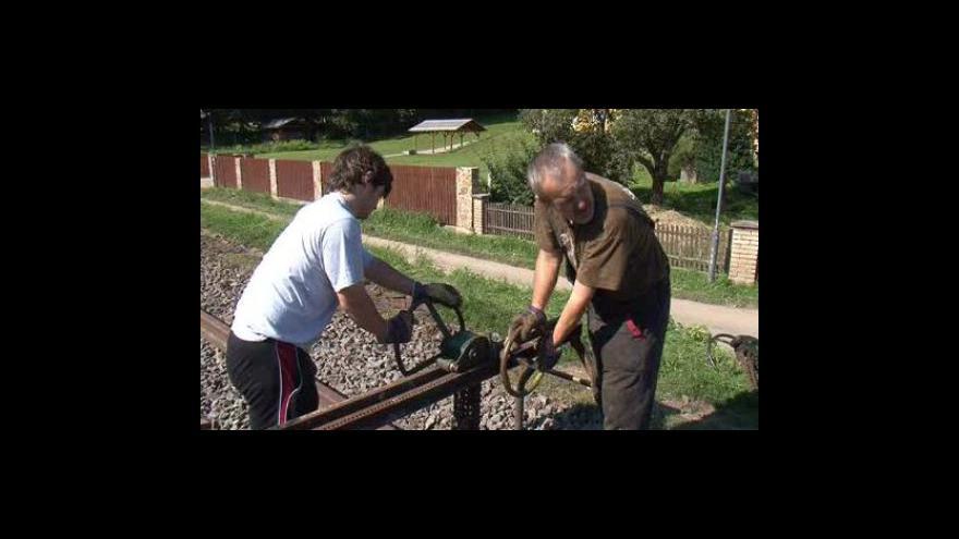 Video Stavba úzkokolejky u Zbýšova pokračuje