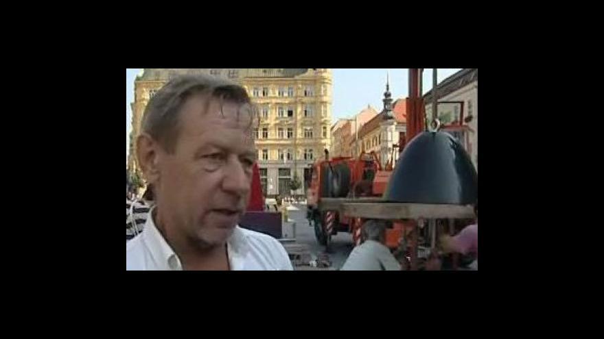 Video Spoluautor návrhu Oldřich Rujbr o hodinách na náměstí Svobody