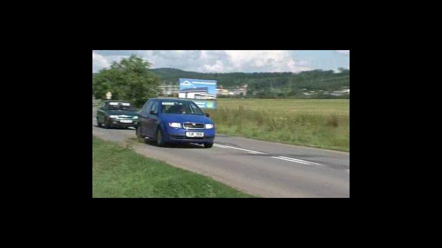 Video Silnice mezi Hradčany a Čebínem je ve velmi špatném stavu