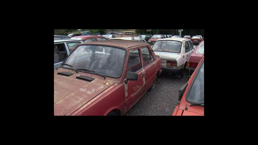 Video Co se děje s autovraky v brněnských ulicích?
