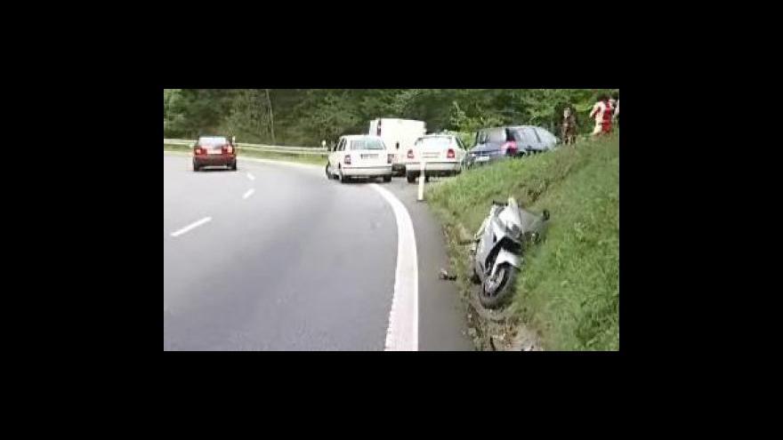 Video Bez komentáře: Tragická nehoda motorkáře v buchlovických horách u Uherského Hradiště