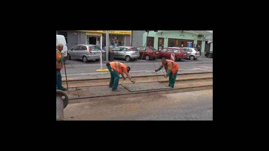 Video Opravy kolejiště v Palackého ulici komplikují nepozorní řidiči