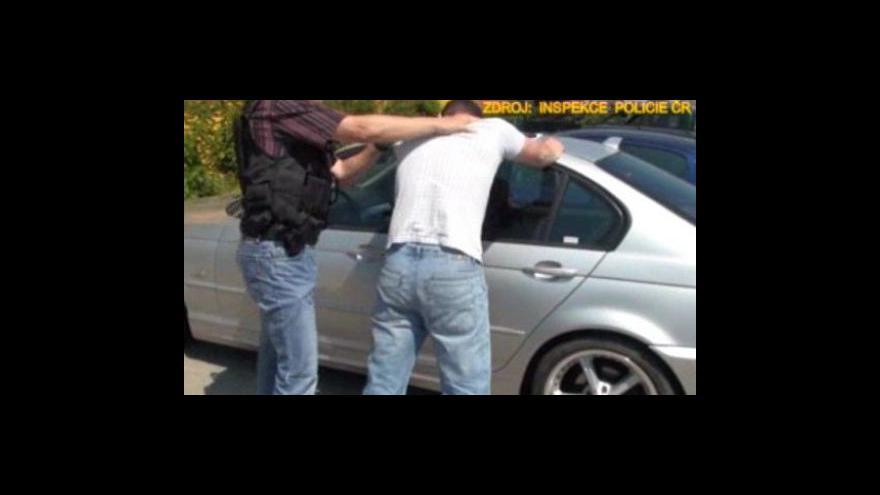 Video Zatýkání policisty