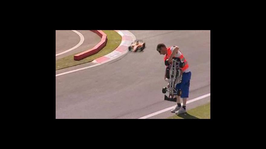 Video ME rádiem řízených modelů F1 ve Slavkově