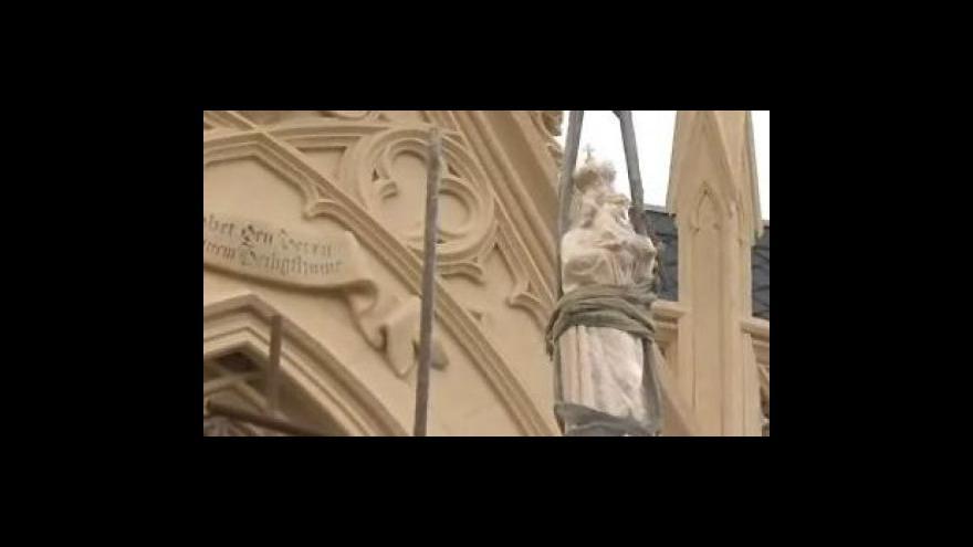 Video Restaurátorka Radka Levinská o sochách svatých v lednické zámecké kapli