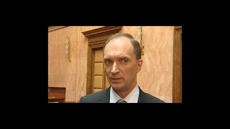 Video Advokát Jaroslav Hostinský k paragrafu, který blokuje církevní pozemky