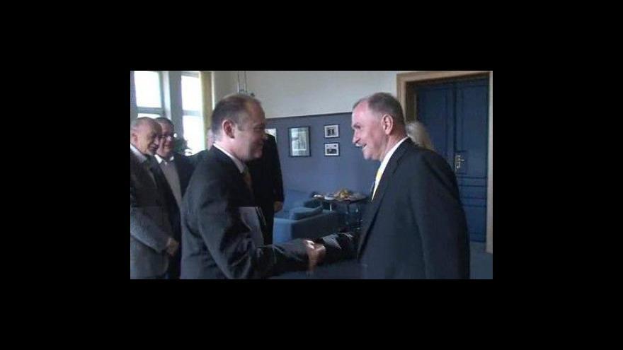 Video Zástupci stran přicházejí na koaliční jednání