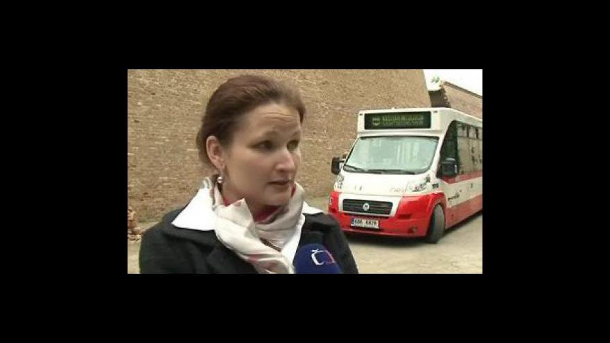 Video Vedoucí Střediska Turistických informačních služeb Petra Kačírková o novém minibusu