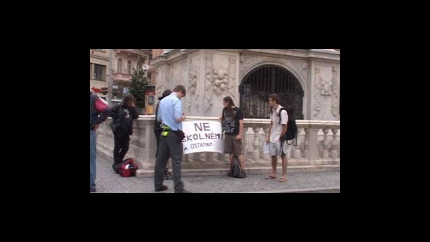 Video NO COMMENT - Demonstrace proti školnému v Brně