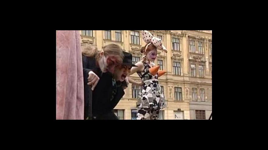 Video No comment - Kejklíři v ulicích