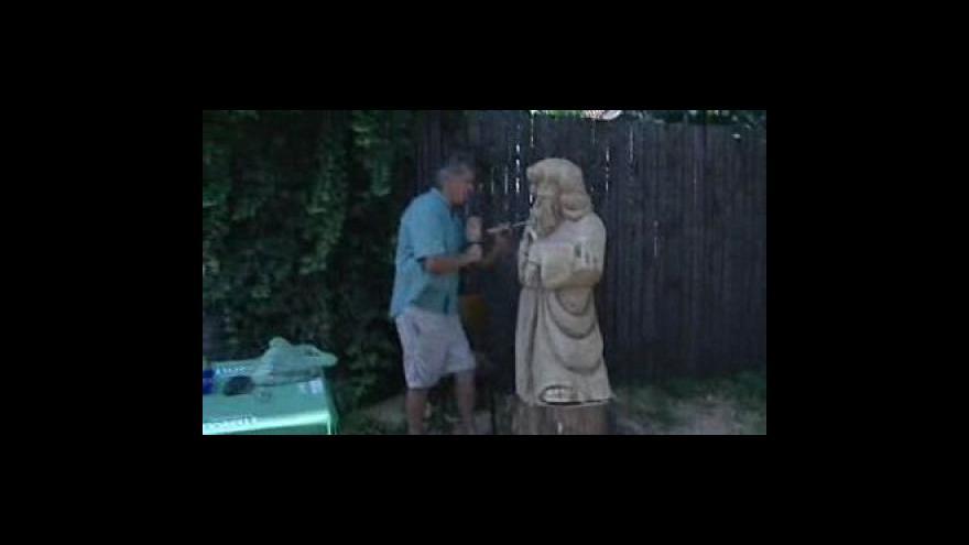 Video Řezbář Dušan Šarkán při práci