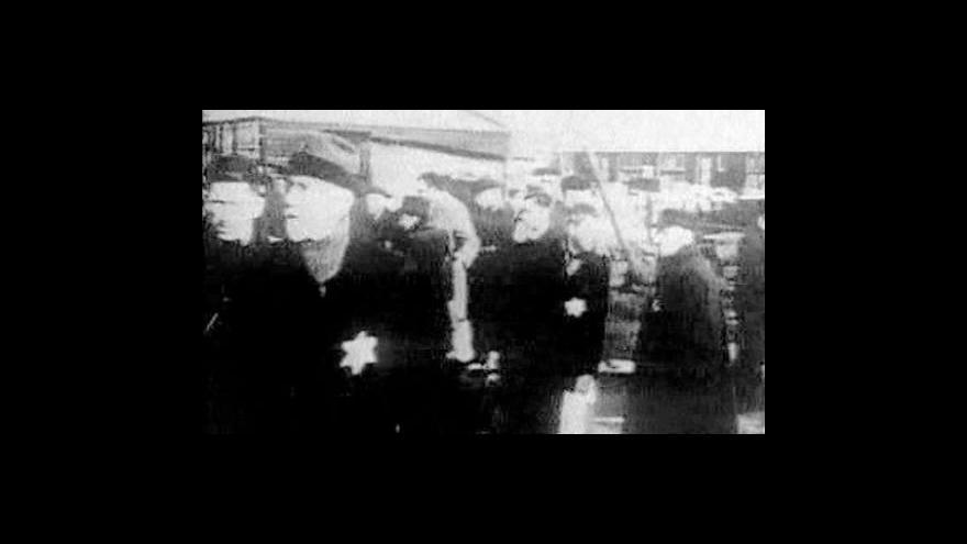 Video Pozůstalí po židovských předcích, kteří zahynuli při holocaustu