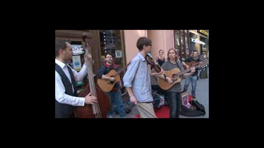 Video No comment - Pouliční umělci protestují